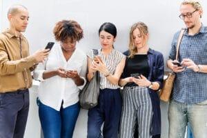 Pessoas conectadas na internet